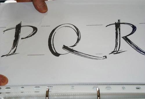 """Unter den Entwürfen befindet sich auch ein sehr dynamisches """"Q"""" …"""